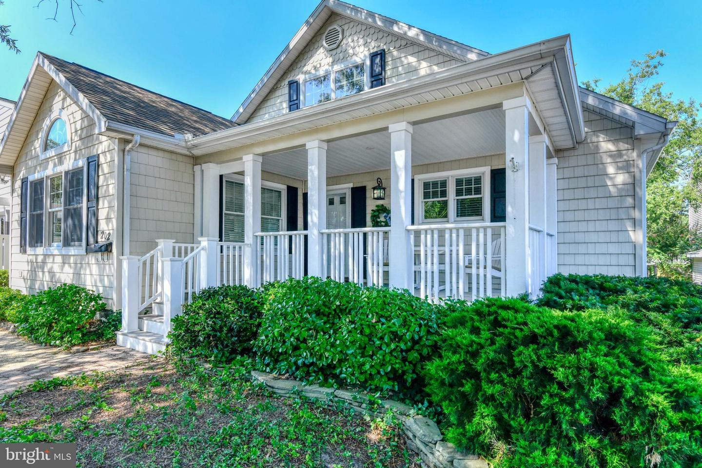 202 COUNTRY CLUB DR   - Real Estate